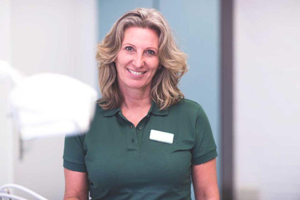 gebitsrenovatie-behandeling-biologische-tandarts-friesland-desiree-foto